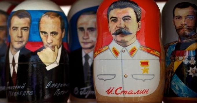 Годовщину октябрьского переворота уженикто вУкраине невспоминает
