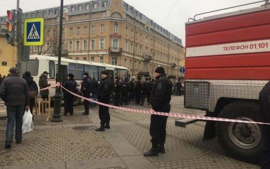 Серийный убийца под маской: почему аморально соболезновать Путину