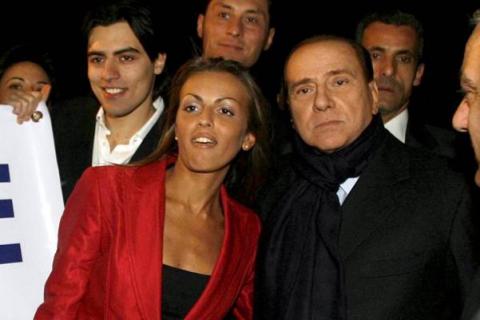 Сильвио Берлускони помолвлен с 27-летней неаполитанкой