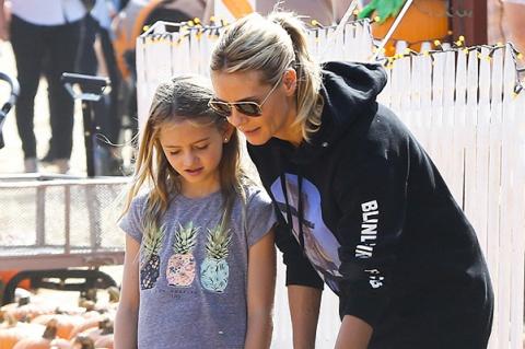 Хайди Клум с дочкой выбирают тыкву к Хэллоуину