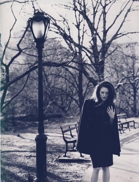 Джулианна Мур в новой фотосессии Vogue UK