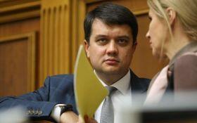 В Раде заблокировали президиум и заняли место Разумкова - что происходит