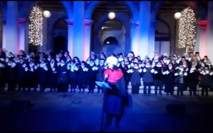 """Український """"Щедрик"""" виконали на одній з найкрасивіших площ світу: яскраве відео"""