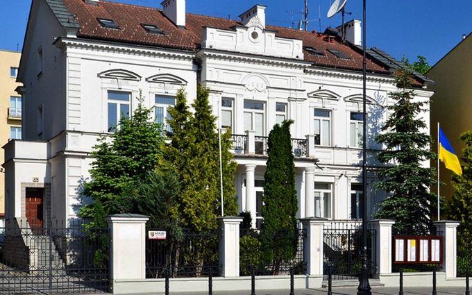 Вандали осквернили українське консульство в Польщі: з'явилося фото