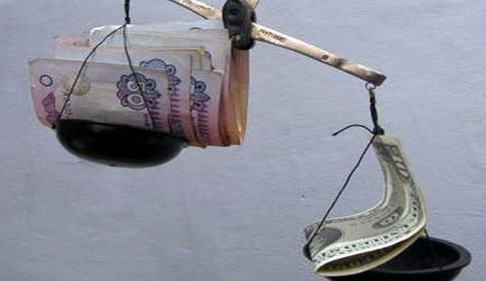 Гривня претерпела наибольшее в мире падение по отношению к доллару