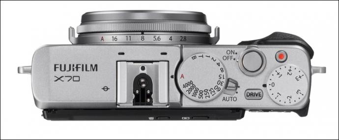 Компанія Fujifilm представила фотокомпакт X70 (5 фото) (3)