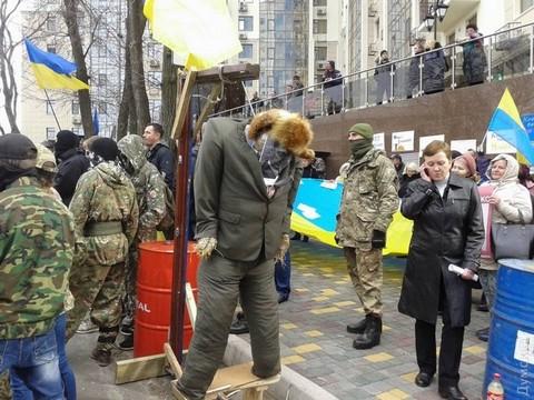 В Одессе штурмовали консульство России и сожгли