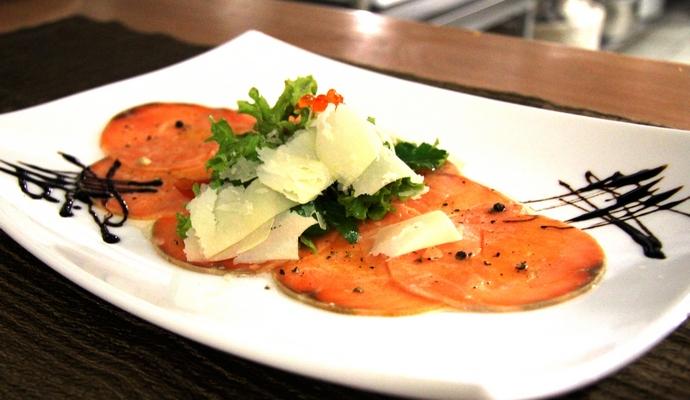 Диетологи рассказали о пригодности ресторанных блюд для худеющих
