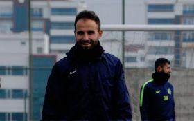 Відомий футболіст різав лезом суперників під час матчу в Туреччині - шокуючі фото