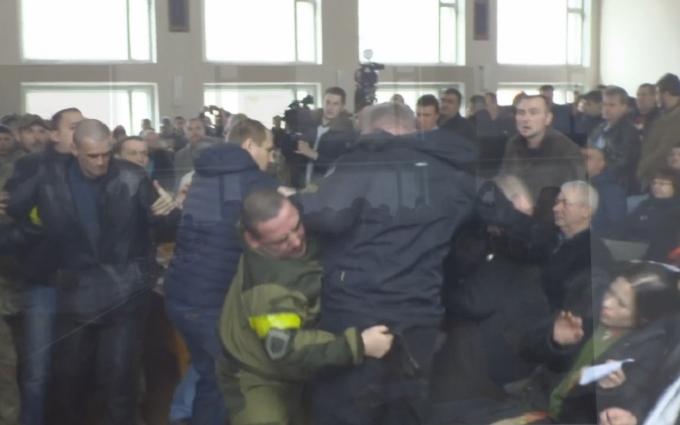 В горсовете Смелы подрались представители Правого сектора и советник мэра: опубликовано видео