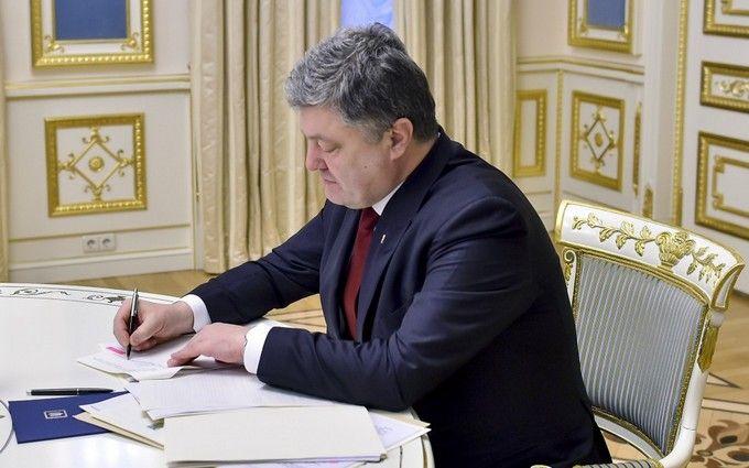 Порошенко ввів у дію рішення РНБО про управління державою вособливий період