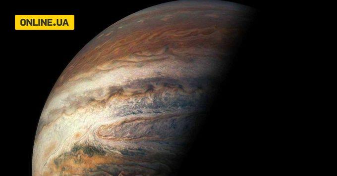 Космічний корабель зробив неймовірний знімок 'безодні Юпітера'