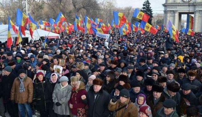 Протестующие в Молдове требуют отставки правительства