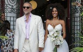 51-летний Венсан Кассель женился на 21-летней модели Тине Кунаки: появились первые свадебные фото