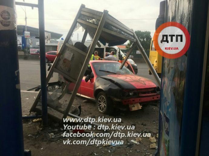 У Києві сталася жахлива ДТП: фото з місця події (1)