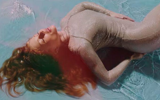 Новий відвертий кліп з оголеною Тіною Кароль б'є рекорди в мережі: опубліковано відео