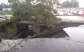 Негода в Києві: з'явилися нові фото жахливих наслідків зливи