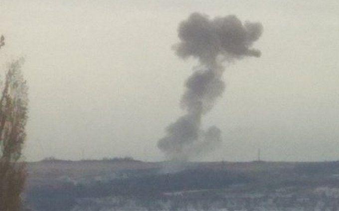 """В """"ДНР"""" прогриміли потужні вибухи на артилерійському арсеналі бойовиків: фото і відео"""