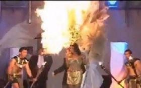 В Сальвадоре на конкурсе красоты прямо на сцене загорелась участница: появилось жуткое видео