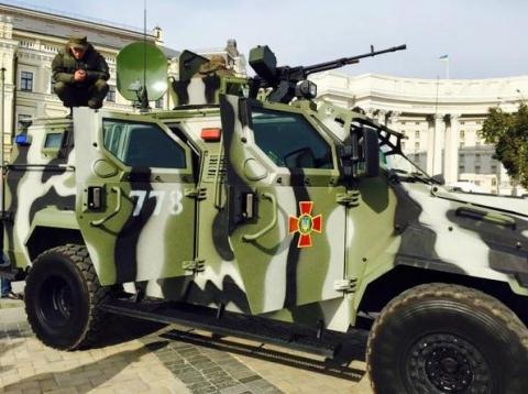 На Михайлівській площі у Києві відкрилась виставка сучасних озброєнь (12 фото) (4)