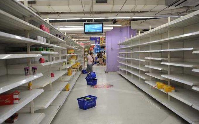 Безденежье и пустые магазины: в соцсетях показали, как живет Донецк