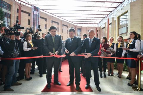 Робоча поїздка президента почалася з відкриття Центру обслуговування громадян Одеської міської ради (8 фото) (7)