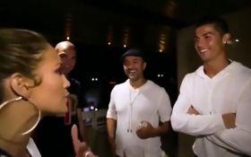 Роналду стал подарком для женщины: опубликованы фото и видео