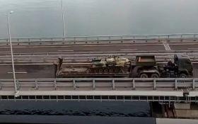 Путин по Керченскому мосту стягивает в Крым боевую технику: опубликовано видео