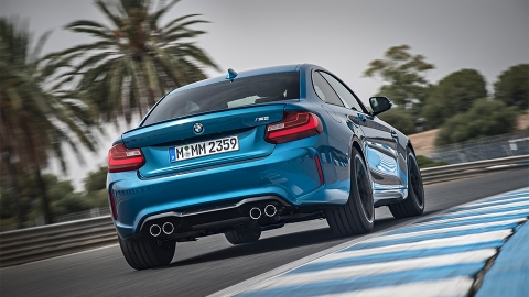 BMW представила «заряджену» версії купе 2-Series - M 2 (10 фото) (2)