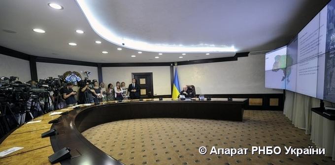 Турчинов показав, звідки українська влада реагуватиме на загрози: опубліковані фото (1)