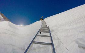 На пути к высшей вершины планеты Эвереста появилась новая преграда