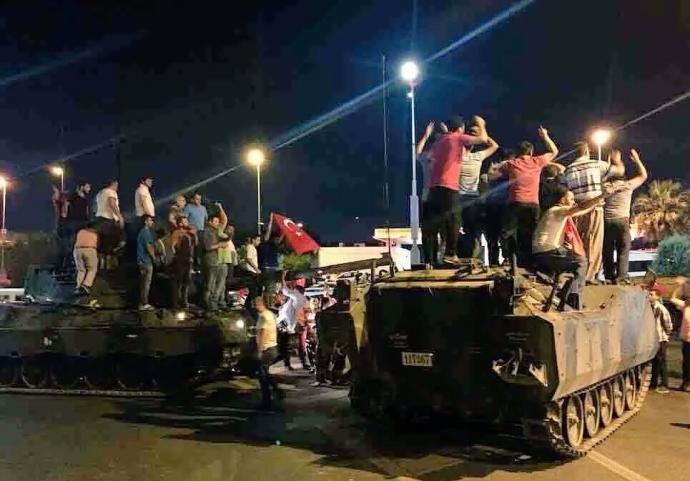 Провальний військовий переворот в Туреччині: хроніка подій, подробиці, найяскравіші фото та відео (18)