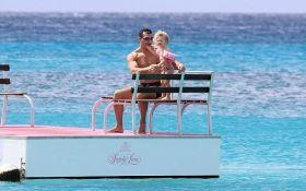 В сети показали, как отдыхает Кличко с невестой и дочкой: опубликованы яркие фото
