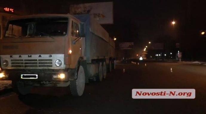 Соцсети поразило равнодушие очевидцев ДТП в Николаеве: появились фото и подробности (3)
