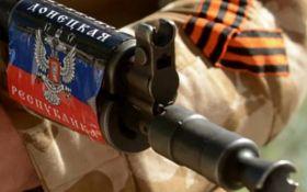 """Бойовики """"ДНР"""" обстріляли селище на Донбасі, постраждав мирний житель"""