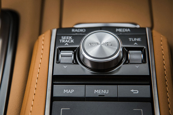Компанія Lexus представила серійний спорткар LC500 (11 фото) (8)