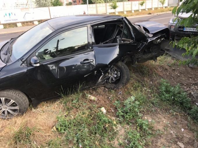 В Одессе водитель влетел в 7 припаркованных автомобилей: опубликованы фото (2)
