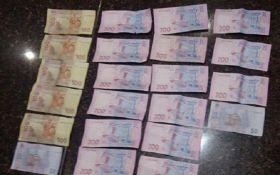 Поліцейський в Дніпрі вимагав гроші у школяра: з'явилися фото і відео
