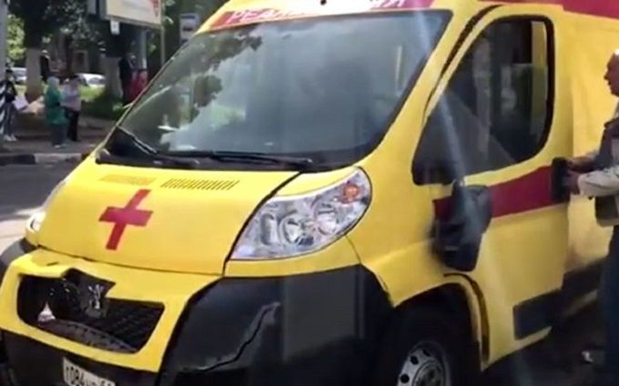 В России скорая по пути к месту аварии военного Ан-26 сбила женщину: опубликовано видео