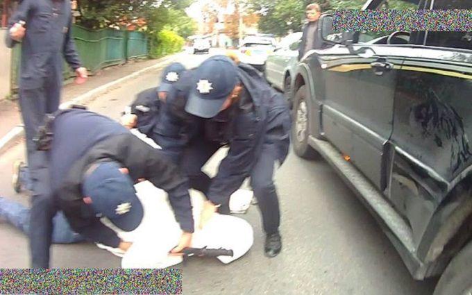 Напад на поліцейського в Києві: з'явилися важливі подробиці та фото