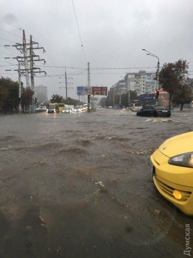 Потужна злива затопила Одесу: з'явилися фото і відео (1)