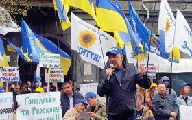 Рабінович під НБУ: «Влада злякалася наших мітингів, вже завтра два банки почнуть виплати»