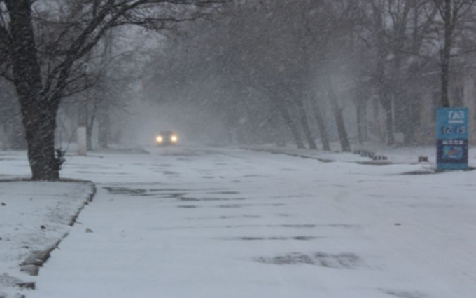 Закрытые аэропорты и занесенные трассы: Украина пережидает непогоду, появились фото (3)