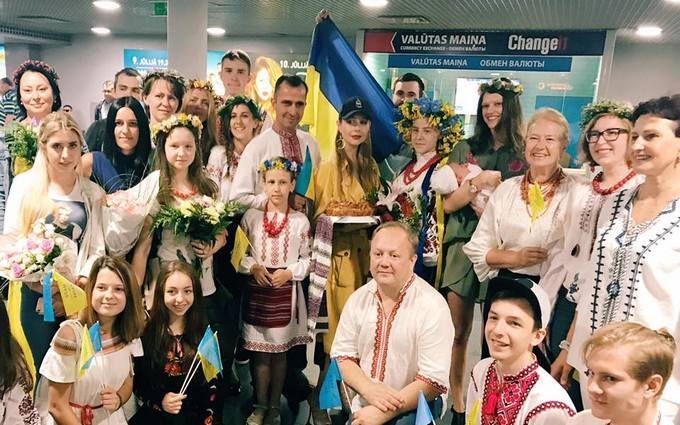 Тіна Кароль заспівала гімн України в латвійському аеропорту: опубліковано відео