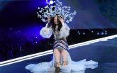 Китайская модель крупно оконфузилась на показе Victoria's Secret: появилось видео