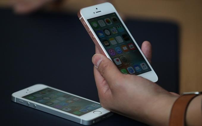 Появились новые фото дешевого iPhone SE