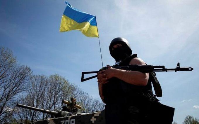 """Бійці ЗСУ зайняли нову стратегічну висоту на Донбасі: з'явилося відео захопленого """"бункера"""" бойовиків"""