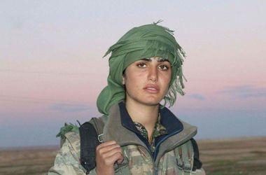 """У Сирії загинула знаменита дівчина-""""копія Анджеліни Джолі"""" (1)"""