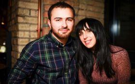 День объятий: известная певица тронула соцсети фото с женихом