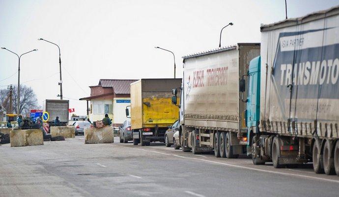 Россия в ответ заблокировала передвижение украинских фур